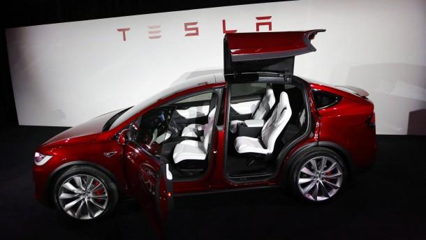 Tesla verdreifacht Verlust – die Börsianer jubeln