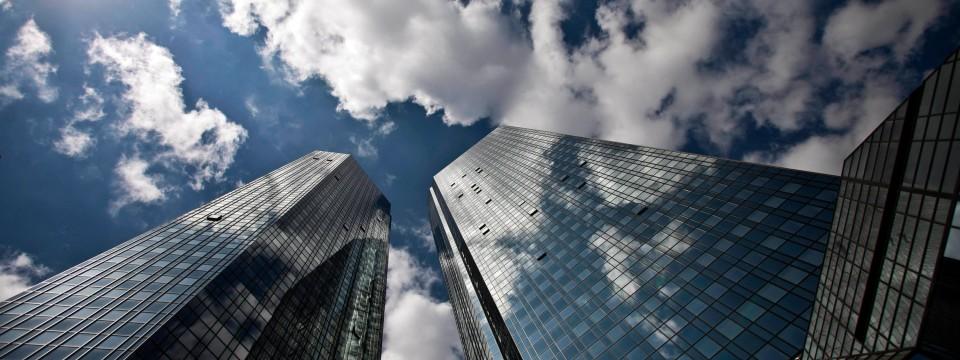 Die Hedgefonds sind der Meinung, dass die Deutsche Bank wegen der jüngsten Schwierigkeiten beim Zurückholen des Geldes für die Geschädigten weniger bezahlen will. false Quelle: F.A.Z.