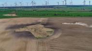 Jacobsdorf in Brandenburg: Die milden Temperaturen und der geringe Niederschlag haben dem Ackerboden in den vergangenen Wochen zugesetzt.
