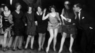 Charleston-Tänzerinnen bei einem Tanz-Wettbewerb im Jahr 1926.