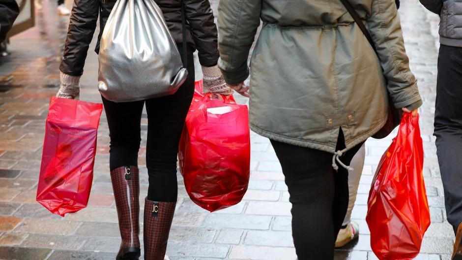 Die Zahl der Plastiktüten hat schon abgenommen - das ist nur bedingt gut.