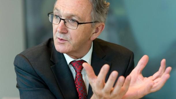 Wolfgang Mayrhuber - Der Vorstandsvorsitzende der Deutschen Lufthansa AG stellt sich in seinem Büro am Frankfurter Flughafen den Fragen von Ulrich Friese.