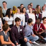 """Bekommen Hilfe auf dem Weg zum Studium: Hessische Schüler, die in diesem Jahr in das Programm """"Studienkompass"""" aufgenommen wurden."""