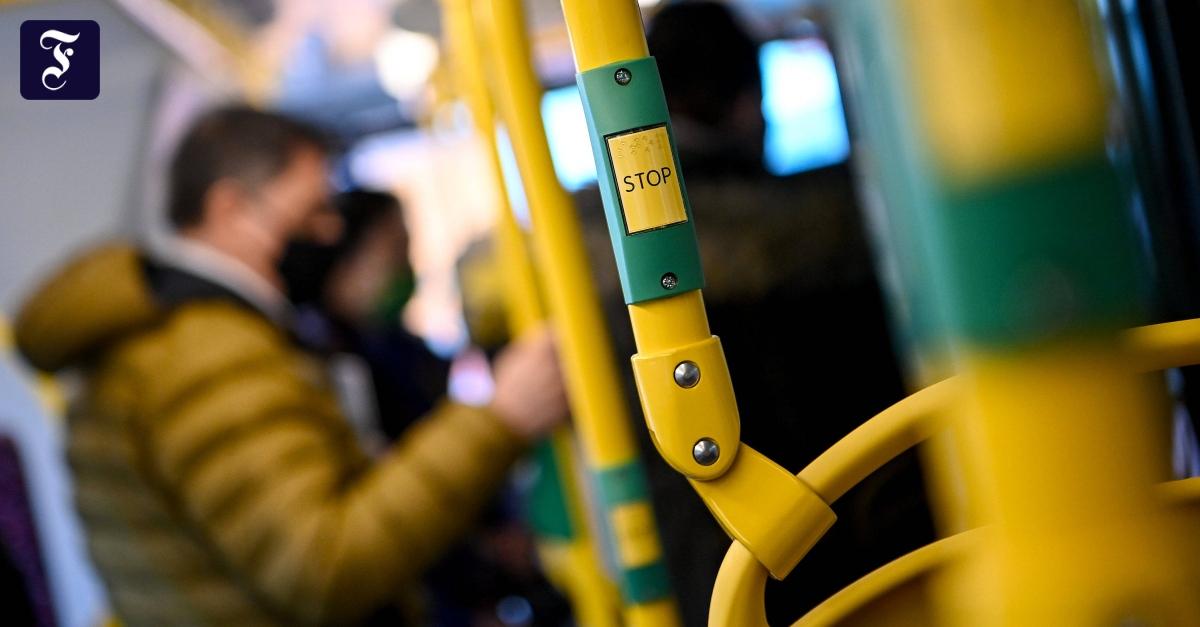 Trotz weniger Fahrgäste: Werden Bus und Bahn zum Corona-Gefahrenherd?