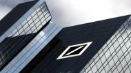 Einen Luxusruhestand garantiert die Deutsche Bank ehemaligen Vorständen.