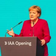 Angela Merkel auf der IAA