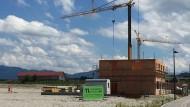 Neubaugebiet in Antdorf nahe Murnau: Auch hier steigen die Preise, sind aber noch unter Münchner Niveau.