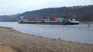 Trockenheit: der Rhein nahe Bad Breisig im Januar - auch in Hessen führte er seinerzeit nicht mehr Wasser