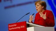 """Aus Sicht von Merkel ist die Diskussion über die Folgen der niedrigen Zinsen richtig. """"Ich glaube, sie muss auch geführt werden. Es hat ja keinen Sinn, das nicht zu thematisieren."""""""