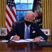 Präsident Joe Biden im Oval Office