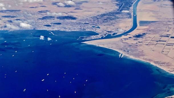 Teil des Suez-Kanals soll ausgebaut werden