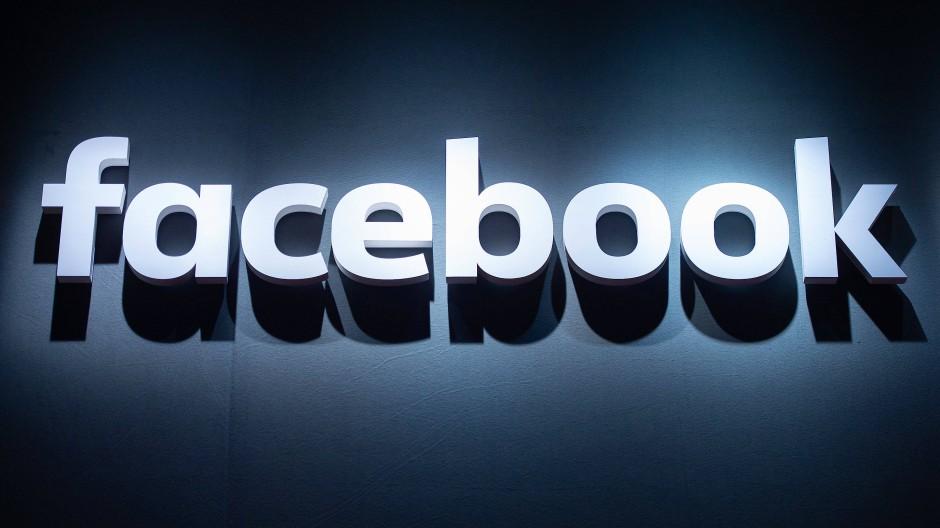 Der Facebook-Schriftzug, fotografiert auf der Videospielemesse Gamescom.