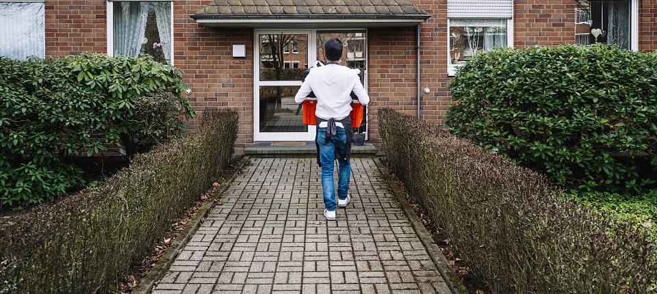 line Händler aus Holland liefert Lebensmittel bis an Tür