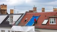 In Berlin Friedrichshain werden Dachgeschosse ausgebaut.
