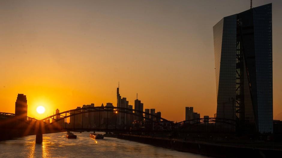 Die Frankfurter Skyline im Sonnenuntergang