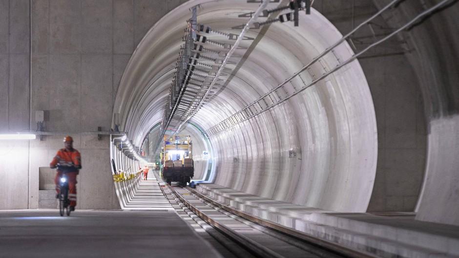 Die Schweiz hat geliefert, wenn es um den Ceneri-Basistunnel geht - Deutschland braucht noch Jahrzehnte.