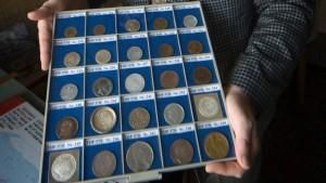 Hartz-IV-Empfänger muss Münzsammlung verkaufen
