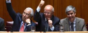 Portugals sozialistischer Premierminister Antonio Costa (l.) während der Haushaltsdebatte im Parlament am 4. November.