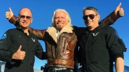 Richard Bransons Weltraumflugzeug erreicht das All