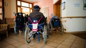 Bund will Umschulung zu Pflegekräften komplett tragen