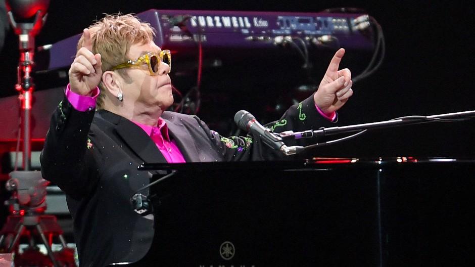 Elton John hat am 5. Dezember ein Konzert in Hamburg gegeben.