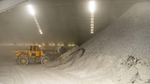 Milliarden-Fusion der Zementkonzerne auf der Kippe