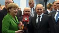 Neben der wirtschaftlichen und technischen Zusammenarbeit von Deutschland und Russland standen bei den Gesprächen von Merkel und Putin in Hannover auch kontroverse Themen auf der Tagesordnung.