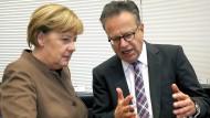 """""""Wer, wann, was – das interessiert mich gar nicht"""": Frank-Jürgen Weise im Gespräch mit Bundeskanzlerin Angela Merkel."""
