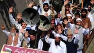 Geänderte Sicherheitslage: Erzürnte Massen in Pakistan nach der Veröffentlichung des Mohammed-Videos.