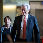 Peter Ramsauer auf dem Weg zum Untersuchungsausschuss im Deutschen Bundestag