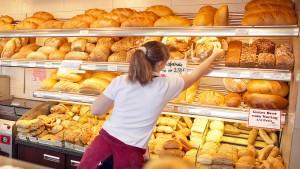 Kunden können sonntags länger Brötchen kaufen