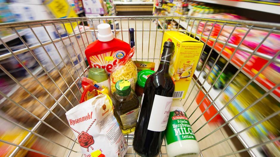 Die Inflationsrate steigt: Vor allem Lebensmittel, Alkohol und Tabak verteuerten sich zuletzt.
