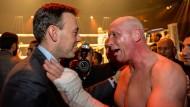Uwe Hück (r) war einst Boxer. Das Bild zeigt ihn zusammen mit Nils Schmid auf einer Wohltätigkeitsveranstaltung.
