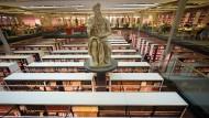 Abguss der Skulptur von Michelangelo in der Georg Forster Bibliothek auf dem Mainzer Uni Campus.