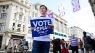 Viele Briten stimmten während des Referendums im vergangenen Juni für einen Verbleib in der EU. Wie fühlen sie sich jetzt?