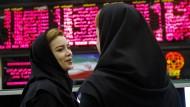 Diversität auf Iranisch: Zwei Mitarbeiterinnen im Handelssaal der Teheraner Börse