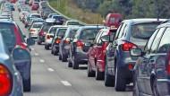 Pendeln per Verbrennungsmotor sorgt für hohen Treibstoffausstoß in Deutschland.