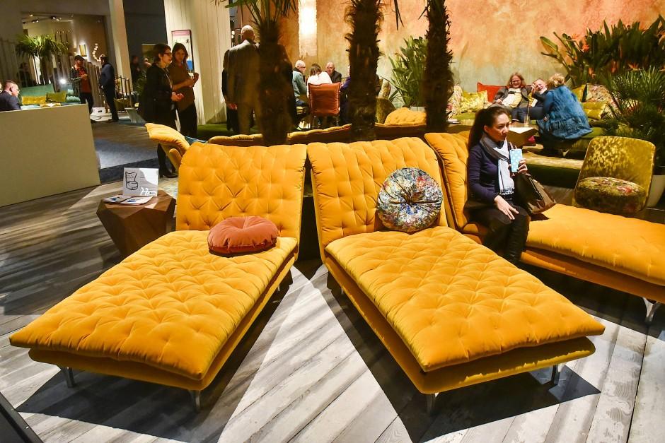 bild zu m beltrends 2017 zwischen pl schsesseln und. Black Bedroom Furniture Sets. Home Design Ideas