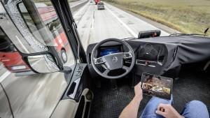 Zwei von drei Deutschen erwarten, dass der Computer ihr Auto fährt