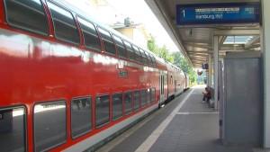 Züge fahren wieder normal nach Brandanschlägen