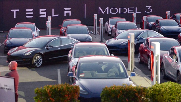 """Tesla kommt mit dem """"Model 3"""" voran"""