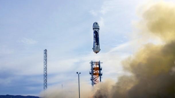 Amazon-Gründer freut sich über Raketenflug