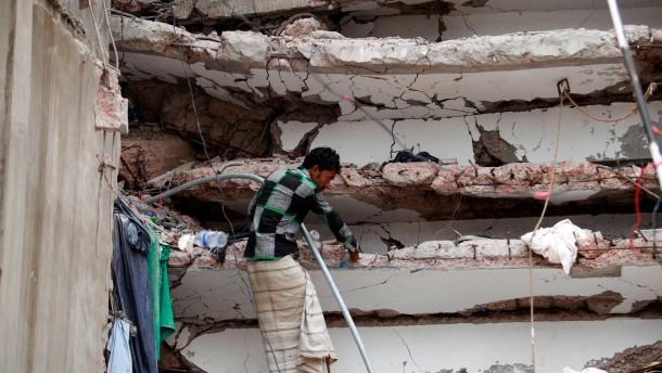 Angeblich Kik-Kleidung in Trümmern gefunden