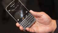 Typisches QWERTY-Tastaturtelefon von Blackberry: Einst Erfolgsgarant, wird das Telefon nun abgeschafft.