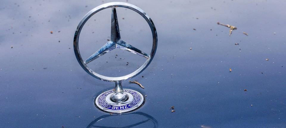 Kraftfahrtbundesamt Geht Abgas Verdacht Bei Daimler Nach