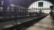 Ein leerer Hauptbahnhof