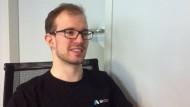 Felix Bauer erklärt seine Idee zum Datenschutz