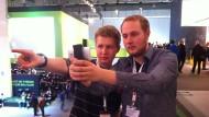 Florian und Jan erkunden die Code_n Halle
