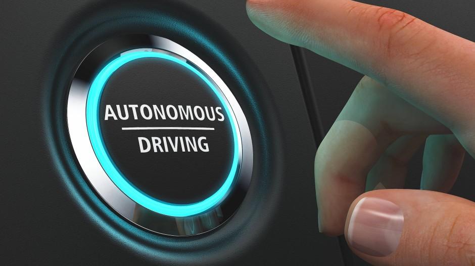 Stillstand auch schlecht für Wirtschaft: Ohne Künstliche Intelligenz  geht etwa beim autonomen Fahren nichts.