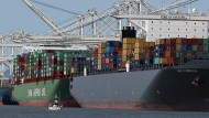 Ein Großteil des Welthandels findet über Container-Schiffe statt. Hier zu sehen der Hafen in Oakland, Kalifornien.